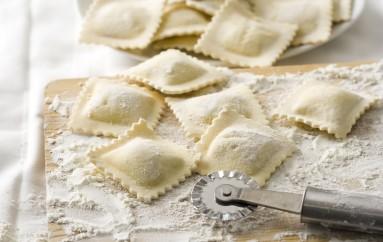 Video-receta :Ravioli rellenos de alcachofas con almejas
