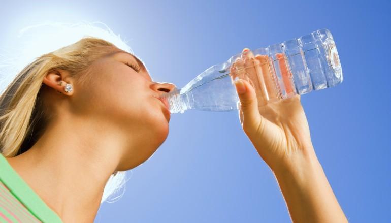 ¿Cómo reducir la retención de líquidos?