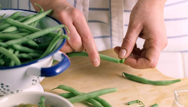 Ensalada de habichuelas verdes, queso feta y tomates secos