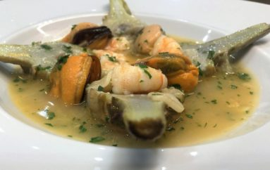 Video receta de alcachofas confitadas con langostinos y mejillones