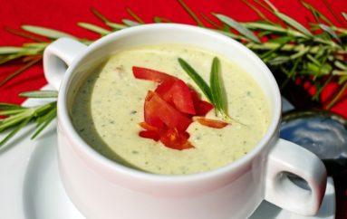 Receta fácil de crema fría de melón, pepino y yogur griego