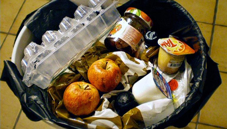 Los españoles tiramos cada vez menos comida a la basura