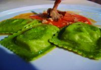 Raviolacci de aguacate natural con crema de Búfala y tomates Cicliegini semi secos