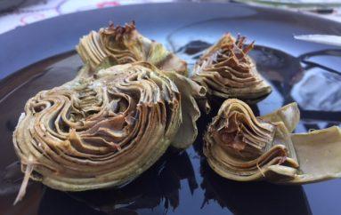 Alcachofas al horno con salsa vinagreta