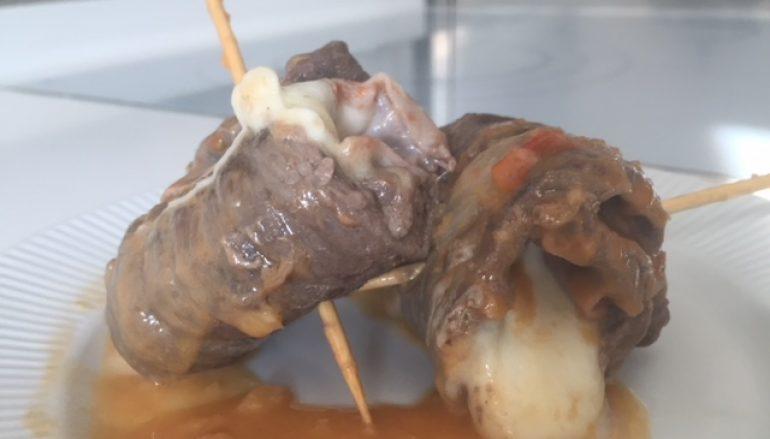 Involtini de carne con mozzarella y jamón cocido