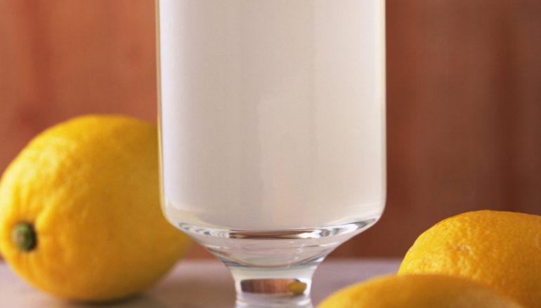 Recupera fuerza y energía con limonada de jengibre, pepino y menta