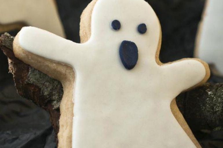 Cómo hacer galletas con forma de fantasma para Halloween