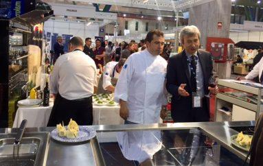 El chef Javier Hernández presenta las cocinas Mareno, de la mano de La Contadina,  H&T
