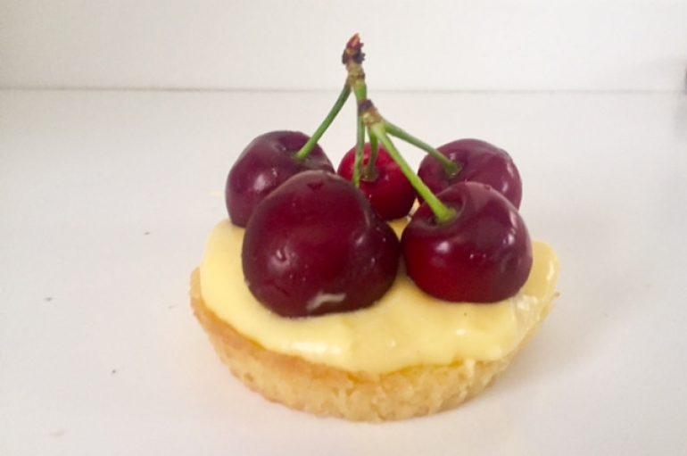 Receta de Tartaletas de crema pastelera con cerezas