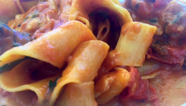 Pasta con rúcula y tomate, receta fácil